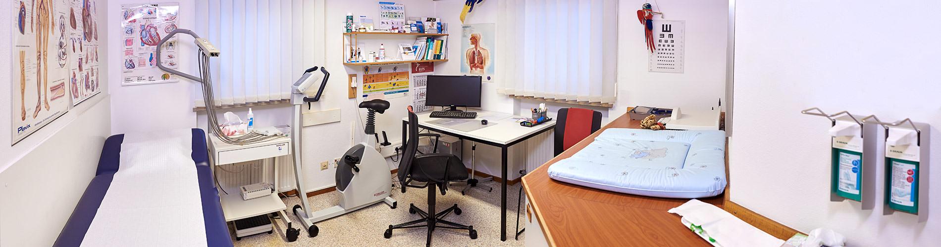 Hausarztpraxis Altenstadt an der Iller – Dr. Gabor Csuka – Allgemeinmedizin Behandlungszimmer
